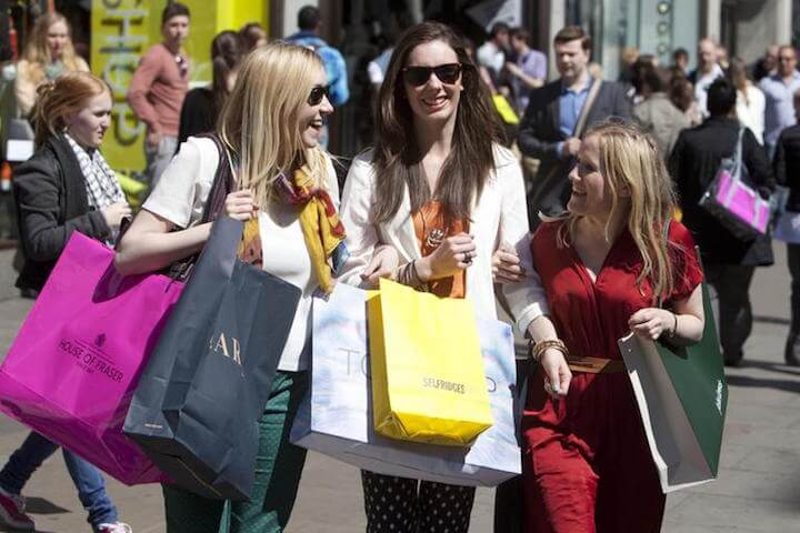 high street shoppers summertime
