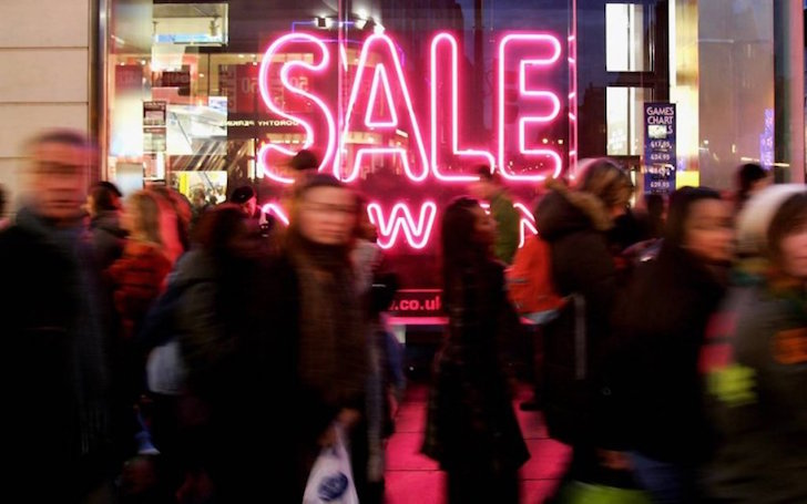 Sales galore as retailers fight for festive trade