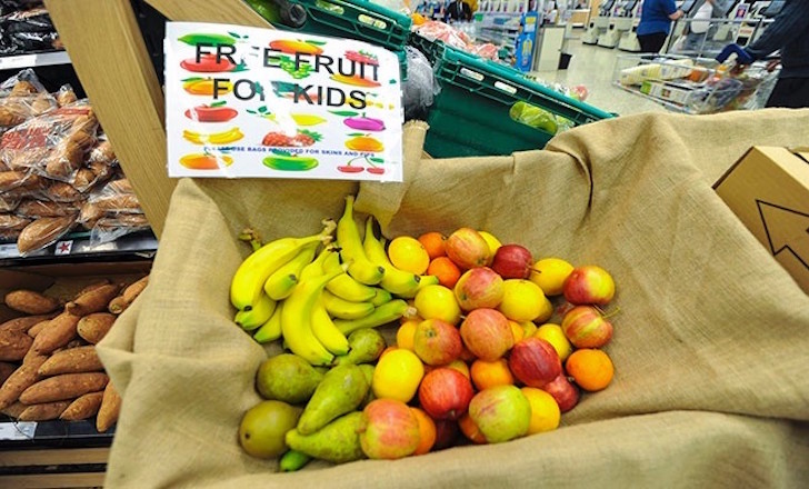 Tesco trials free fruit handout to children in Glasgow stores